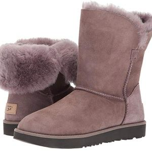 UGG Classic Cuff Short Winter Boot Stormy grey 5.5